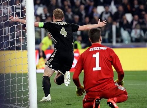 Ajax là đội bóng gây nhiều bất ngờ nhất mùa này. Ảnh: Reuters