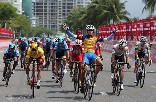 Nguyễn Tấn Hoài giành chiến thắng chặng đầu tiên của cuộc đua năm nay. Ảnh: Đức Đồng.