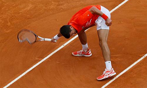 Tình huống đập vợt của Nole.