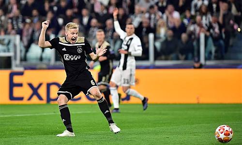 Bàn gỡ 1-1 của Van de Beek là bước ngoặt quan trọng giúp Ajax thắng ngược Juventus.