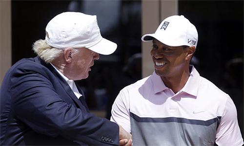 Tổng thống Trump (trái) là bạn và là CĐV của Woods trong nhiều năm qua. Ảnh: AP.