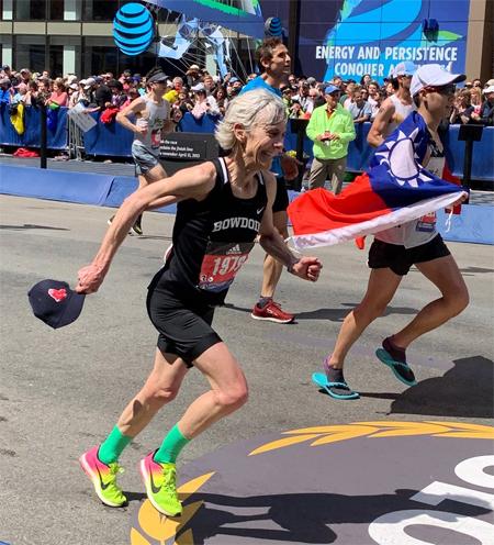 Ở tuổi 61, Samuelson vẫn đạt tốc độ (pace) trung bình 4,36 phút/km khi tranh tài tại Boston Marathon 2019.