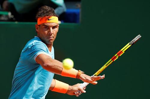 Nadal tiếp tục khẳng định sức mạnh vượt trội trên mặt sân sở trường.