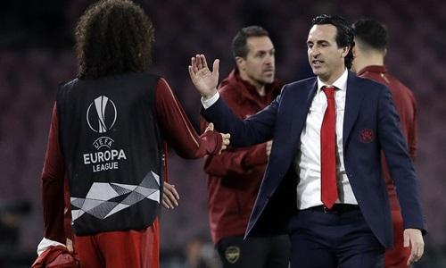 Emery (phải) sẽ gặp đội bóng cũ Valencia ở bán kết Europa League. Ảnh: AP.