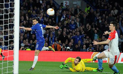 Pedro là người chơi nổi bật nhất trên hàng công Chelsea. Ảnh: REX.