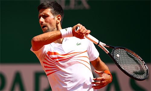 Djokovic có tới năm lần mất game giao bóng ở trận gặp Medvedev. Ảnh: AP.
