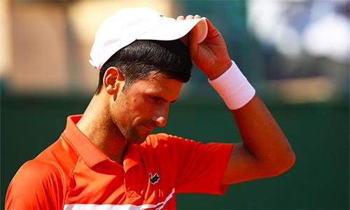 Djokovic đánh hỏng tới 47 lần trong trận thua Medvedev tại tứ kết Monte Carlo. Ảnh: Reuters.