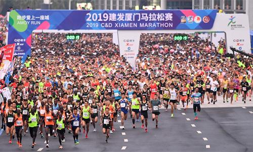 Phong trào chạy bộ ở Trung Quốc đang phát triển rất mạnh trong tám năm qua, nhưng cũng kéo theo nhiều mặt trái.