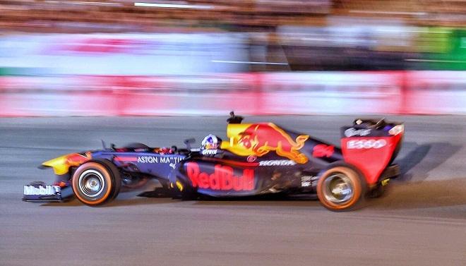 """<p> Chương trình """"Khởi động F1 Việt Nam Grand Prix"""" nằm trong chuỗi sự kiện giới thiệu xe đua F1 đến người hâm mộ Việt Nam, được tổ chức tại khu vực trước mặt sân vận động Mỹ Đình. Đây chính là địa điểm được xây dựng để phục vụ chặng đua GP Việt Nam, bắt đầu hoạt động vào tháng 4/2020. Ảnh: <em>Giang Huy.</em></p>"""