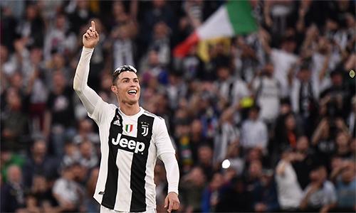 Trong mùa đầu tiên cùng Juventus chinh chiến tại Serie A, Ronaldo đá 27 trận, ghi 19 bàn và có tám pha kiến tạo.