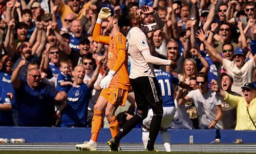 Hàng thủ Man Utd bị đặt vào tình trạng báo động với bảy bàn thua qua hai trận gần đây. Ảnh: AFP.