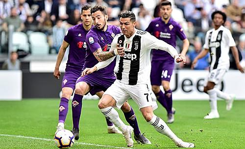 Ronaldo (số 7) sẽ không rời Juventus hè 2019. Ảnh: Reuters.