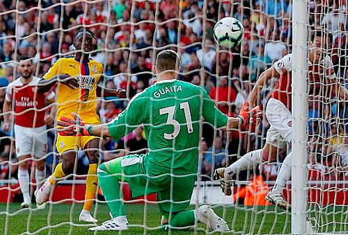 Ozil níu giữ hy vọng có điểm cho Arsenal nhưng bất thành.