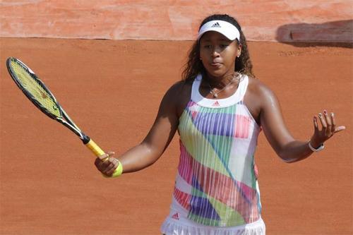 Osaka chỉ thắng chín trong 20 trận đất nện tại WTA Tour. Ảnh: Reuters.