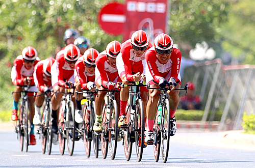 Các tay đua của VUS TP HCM với lực lượng đồng đều đã giành ngôi nhất chặng đồng đội. Ảnh: Phạm Huy.