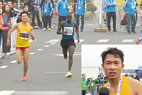 Xiangdong vượt qua đối thủ người châu Phi. Ảnh:Sina.