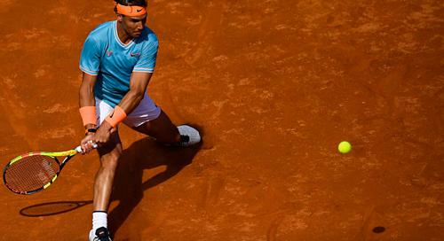 Nadal khởi đầu vất vả dù nhận được sự ủng hộ của khán giả nhà.