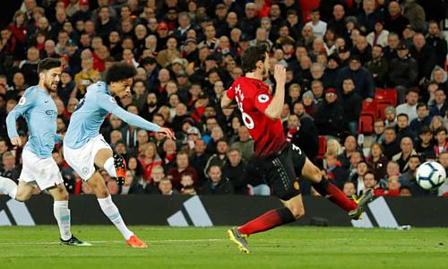 Chiến thắng trước Man Utd đưa Man City tới gần ngôi vô địch. Ảnh:Guardian.