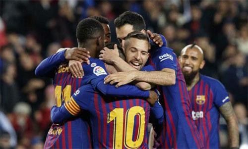 Barca có thể chia vui chay với CĐV sau trận thắng Levante. Ảnh: Reuters