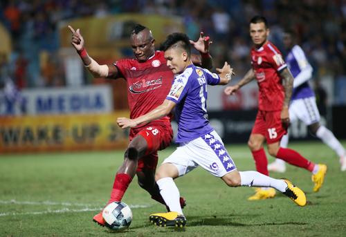 Quang Hải gây ấn tượng với nhiều pha chuyền bóng một chạm trong cuộc thư hùng giữa Hà Nội và TP HCM. Ảnh: Lâm Thỏa