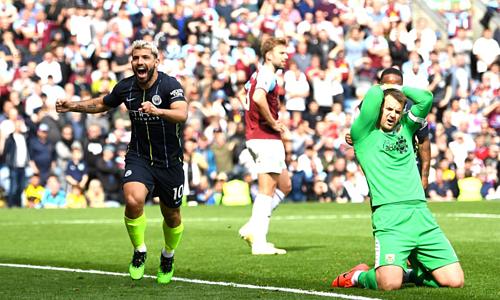 Bàn thắng trước Burnley là pha lập công thứ 20 của Aguero tại Ngoại hạng Anh mùa này. Anh mới là cầu thủ thứ hai trong lịch sử giải đấu, sau Thierry Henry, ghi được ít nhất 20 bàn trong năm mùa liên tiếp.