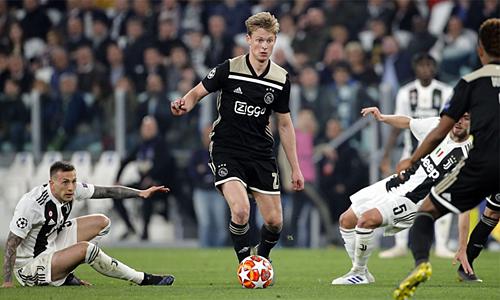 Tiền vệ trung tâm De Jong là một trong những ngôi sao sáng nhất của Ajax mùa này. Ảnh: BeIN Sports.