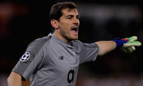 Casillas phải nhập viện khẩn cấp vì một cơn đau tim trên sân tập. Ảnh: AFP.