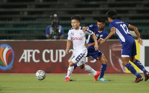 Quang Hải có hai pha kiến tạo cho đồng đội lập công khi Hà Nội giành chiến thắng trên sân của NagaWorld ngày 1/5.