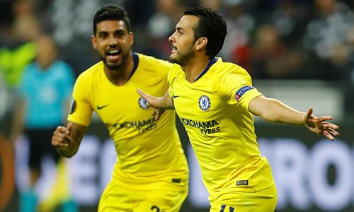Pedro chia vui bàn thắng gỡ hòa vớiEmerson Palmieri. Ảnh:Reuters.