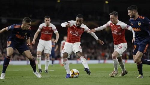 Arsenal có cách biệt hai bàn nhưng Valencia có bàn thắng trên sân khách sau trận lượt đi. Ảnh: AP.