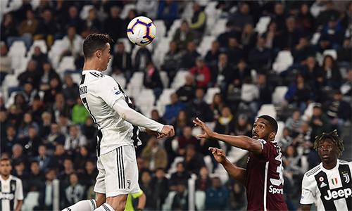 Ronaldo đã có 101 bàn từ những cú đánh đầu trong sự nghiệp. Anh đang tỏ ra rất lợi hại với các pha không chiến gần đây, với bảy trong 10 bàn gần nhất trên mọi đấu trường đến từ các pha đánh đầu.