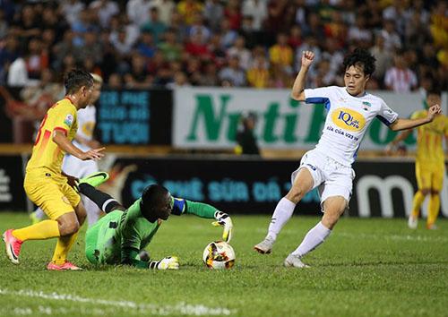 Văn Toàn là niềm hi vọng lớn nhất trên hàng công của HAGL sau khi Công Phượng sang Hàn Quốc chơi bóng. Ảnh: Lâm Thỏa