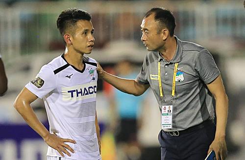 Ông Lee Tae-hoon được kỳ vọng sẽ giúp HAGL thoát khỏi chuỗi phong độ tệ hại ở V-League 2019. Ảnh: Minh Trần