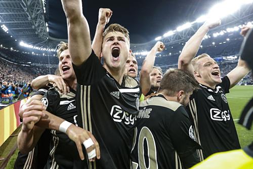 Ajax đang trên đường vào trận đấu cuối cùng dù không tới từ năm giải vô địch quốc gia hàng đầu châu Âu. Ảnh:AFP.