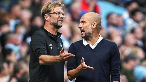 Guardiola (phải) và Klopp trong trận đấu giữa Man City và Liverpool. Ảnh:Reuters.