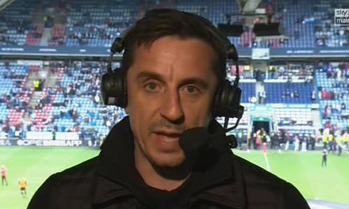 Neville phát cáu vì những gì cầu thủ Man Utd thể hiện trên sân. Ảnh: Sky Sports.