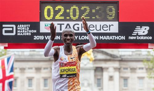 Kipchoge thắng thuyết phục tại London Marathon năm nay. Ảnh: Reuters.