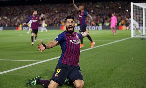 Suarez mừng bàn thắng vào lưới đội bóng cũ. Ảnh: Reuters