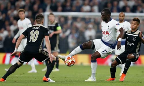 Sự góp mặt củaMoussa Sissoko giúp tuyến giữa Tottenham đứng vững trước sức ép của đối thủ trong trận lượt đi. Ảnh: AFP.