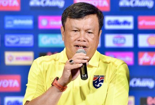 HLVSirisak tuyên bố Thái Lan đủ sức hạ gục Việt Nam tại Kings Cup 2019.