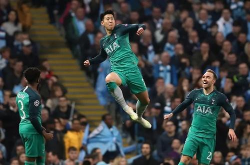 Son Heung-min từng lập cú đúp vào lưới Man City ở tứ kết lượt về. Ảnh: EPA.