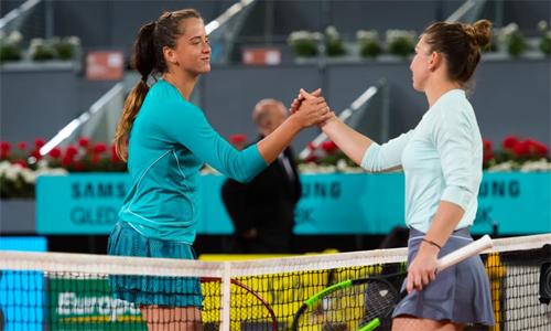 Halep (phải) thắng 48 trong số 60 điểm cả trận. Ảnh: WTA.