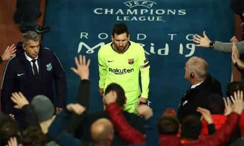 Messi là tâm điểm chỉ trích sau khi Barca thua trận. Ảnh: AP.