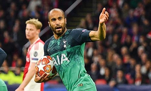 Moura bất ngờ tỏa sáng, với cú hattrick, đưa Tottenham vào chung kết Champions League.