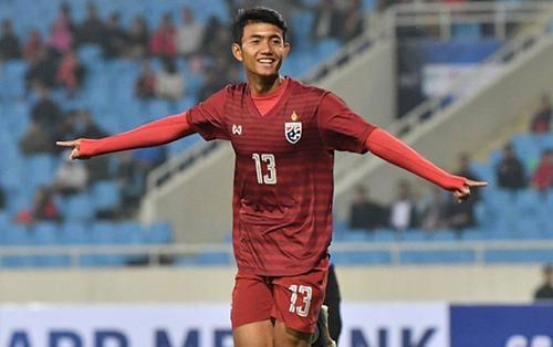 Đây là lần đầu tiênSuphanat Mueanta được triệu tập vào tuyển Thái Lan.