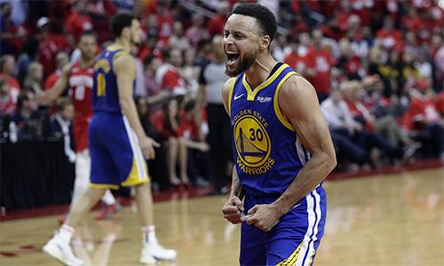 Curry ghi tới 16 điểm trong năm phút cuối trận, đánh gục ý chí của Rockets. Ảnh: AP.
