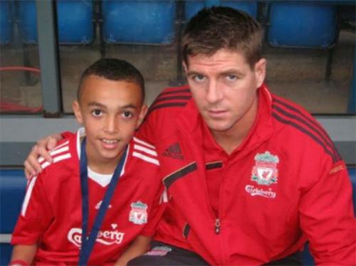 Alexander-Arnold được chờ đợi sẽ theo bước những đàn anh lừng danh như Gerrard, Carragher..., trở thành biểu tượng mới cho bản sắc của Liverpool.