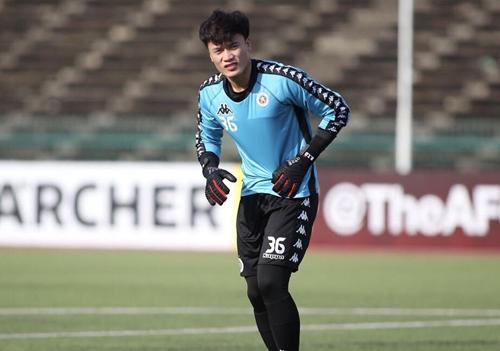 Bùi Tiến Dũng vẫn đang miệt mài tập luyện, chờ cơ hội ra sân trong màu áo Hà Nội.