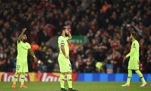 Vấn đề của Barca là những cầu thủ xung quanh Messi hiếm khi ghi bàn tại Champions League. Ảnh: Reuters