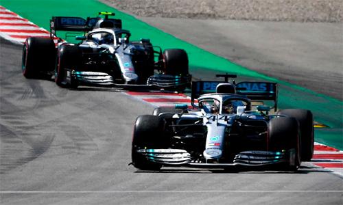 Hamilton sớm vượt lênchiếm vị trí dẫn đầu và ở lại đó cho đến hết cuộc đua. Ảnh: F1.